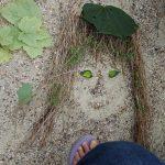 visage dans le sable