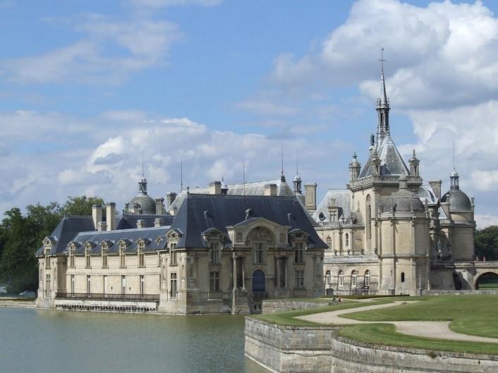 Château de Chantilly near the Pré des moines campsite