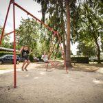 Enfants qui s'amuse dans un parc du camping Pré des moines