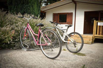 Parking à vélos au camping Pré des moines